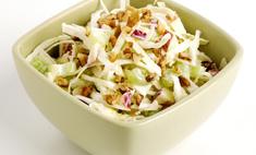 Как приготовить салат с яблоками и орехами