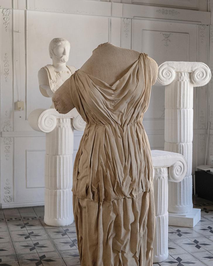 Фото №2 - Уникальные античные скульптуры из текстиля Сержио Рожера