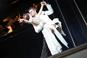 В Буэнос-Айресе есть 6-7 высококлассных танго-шоу.