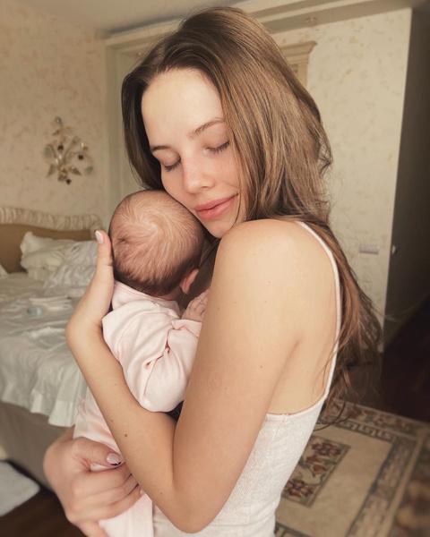 Фото №1 - Невестка Валерии показала, как выглядит в бикини через 2 месяца после родов