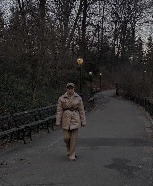 Фото №1 - Как носить total beige look: показывает Карина Каспарянц