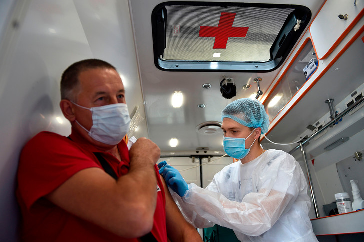 Фото №1 - Разработчик вакцины AstraZeneca рассказал, почему коллективный иммунитет к коронавирусу невозможен