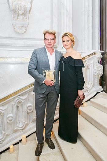 Эдгар Шабанов, генеральный директор Clarins Group, и Наталья Шкулева, издатель журналов Marie Claire и ELLE