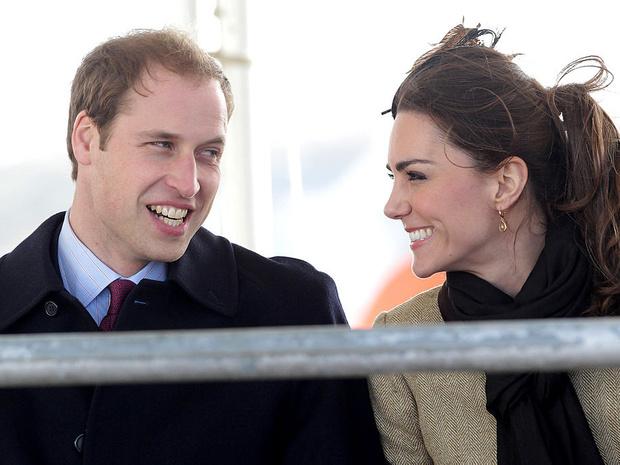 Фото №4 - Еще не герцогиня: каким был первый официальный выход Кейт в качестве невесты принца