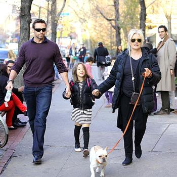 Хью Джекман (Hugh Jackman) с женой Деборрой-Ли Фернесс (Deborra-Lee Furness) и дочерью Авой ( Ava)