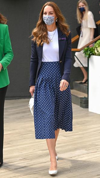 Фото №20 - Полька-дот: как королевские особы носят трендовый «горох»