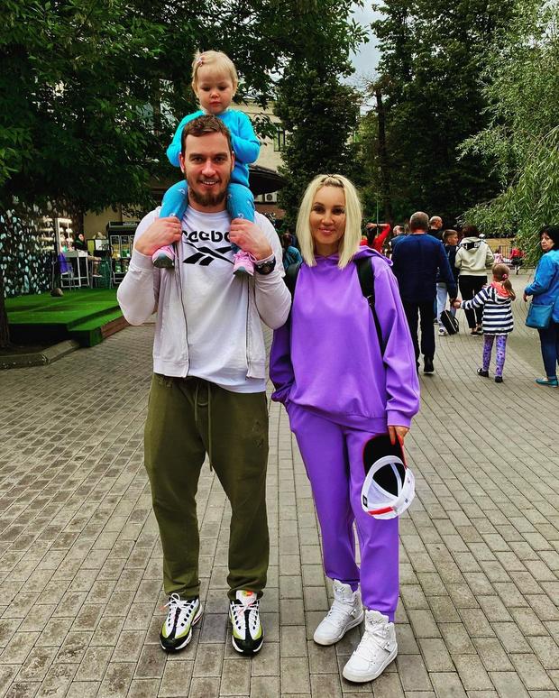 Фото №2 - Три защитника: Лера Кудрявцева показала фото взрослого сына и внука