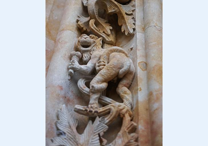 Фото №3 - Откуда на испанском соборе появилась фигура космонавта?
