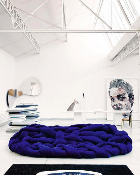 Фото №2 - За ценой не постоим: Кендалл Дженнер купила диван за $52 тысячи