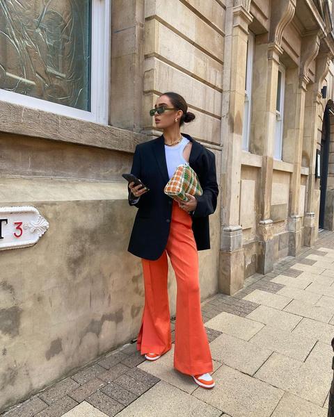 Фото №1 - Выбираем легкие женские штаны на лето: гид по фасонам и материалам
