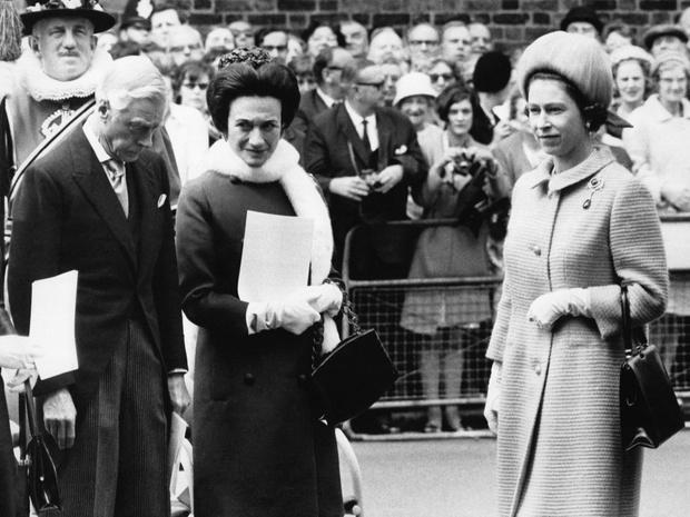 Фото №1 - Простить изгнанника: каким трогательным жестом Елизавета II почтила память бывшего короля Эдуарда VIII