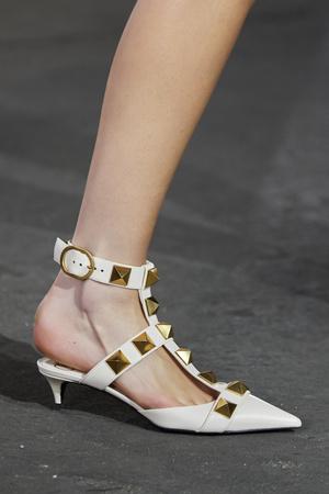 Фото №10 - Самая модная обувь весны и лета 2021: советы дизайнеров