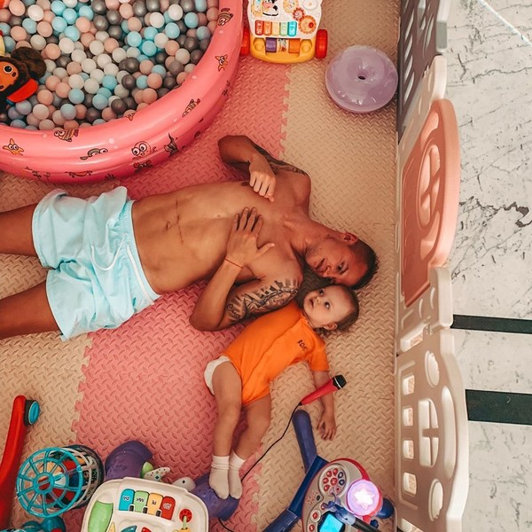 Фото №2 - Дмитрий Тарасов рассказал о том, как готовит дочь к появлению младшего брата или сестры и о своей идеальной жене