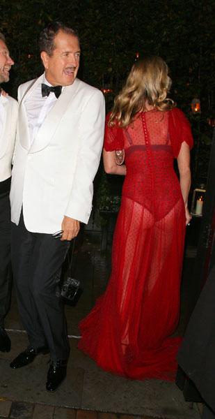 Фото №2 - Стиль звезд: Кейт Мосс в прозрачном платье