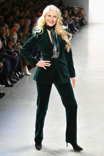 Фото №2 - 65-летняя Кристи Бринкли покорила подиум на Неделе моды