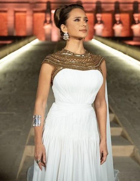 Фото №2 - Замужество в 16 лет, ислам и роман с миллиардером: как русская девочка стала кинозвездой в Египте