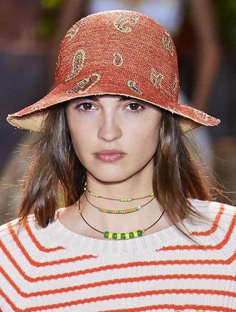 Фото №18 - Панамы, шляпы, кепки: самые модные головные уборы лета 2021