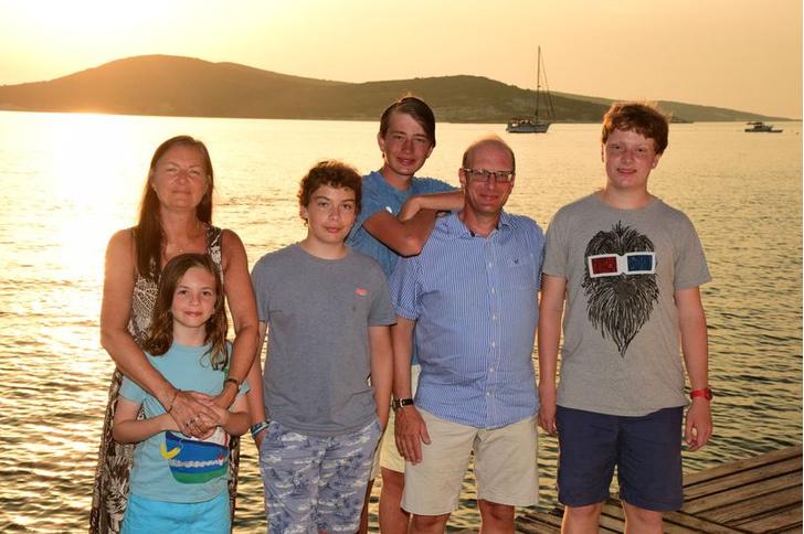 Фото №4 - Четыре сына с аутизмом: британка откровенно рассказала историю своей необычной семьи