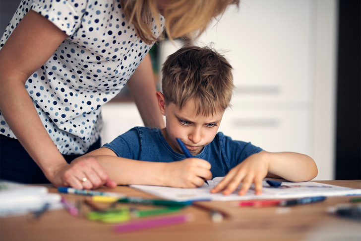 Фото №1 - Как приучить ребенка делать уроки самостоятельно