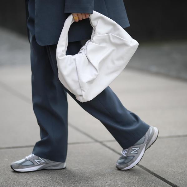 Фото №1 - Какие кроссовки купить в сентябре: самые модные модели на осень 2021