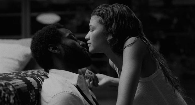 Фото №1 - Зендая ответила на критику из-за большой разницы в возрасте в фильме «Малькольм и Мари»