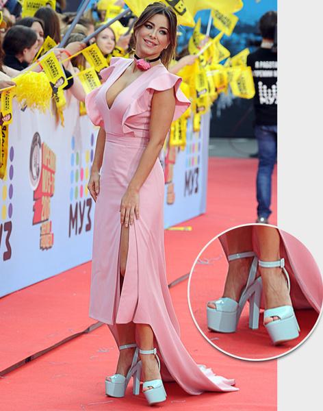 Фото №19 - Обувь звездных гостей Премии МУЗ-ТВ: от креативных туфель до... тапочек!