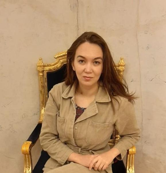Фото №1 - «Мечтала быть милиционером, а теперь рисую»: как татарка Азалия нарушила семейную традицию и путешествует по свету