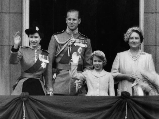 Фото №2 - Без компромиссов: что не поделили принц Филипп и королева-мать