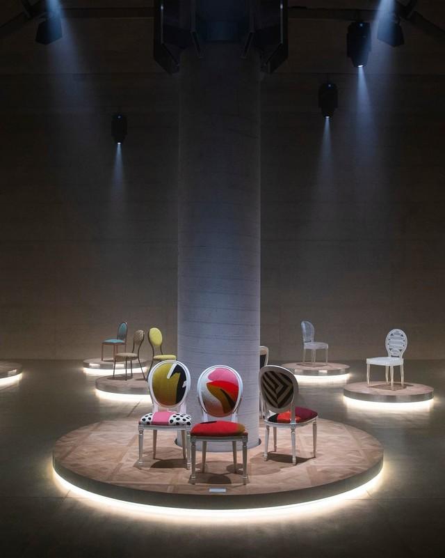 Фото №2 - 17 художников и дизайнеров переосмыслили знаменитый стул-медальон Dior