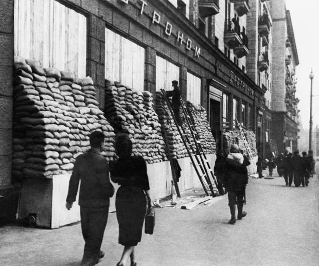 Фото №11 - Этот День Победы: как советский народ жил, любил и ждал все 1418 дней войны