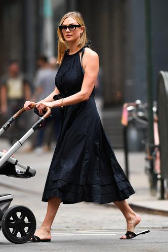 Фото №1 - Карли Клосс показывает самое красивое платье с американской проймой