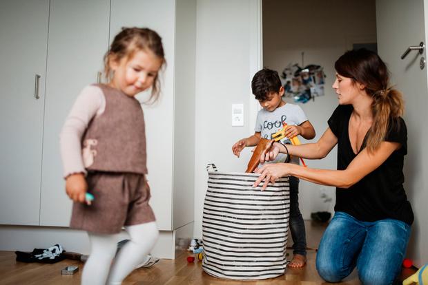 Фото №1 - Как научить ребенка убирать за собой игрушки: 5 типичных ситуаций