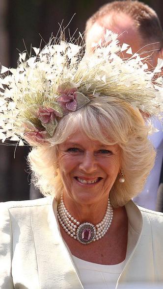 Фото №9 - Самые необычные и странные свадебные шляпки королевской семьи