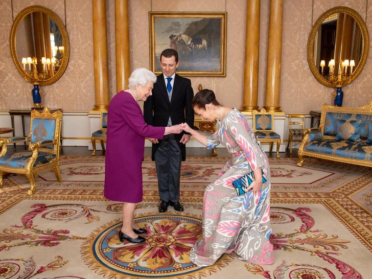 Фото №3 - Почему горничным Елизаветы II запрещено пользоваться пылесосом