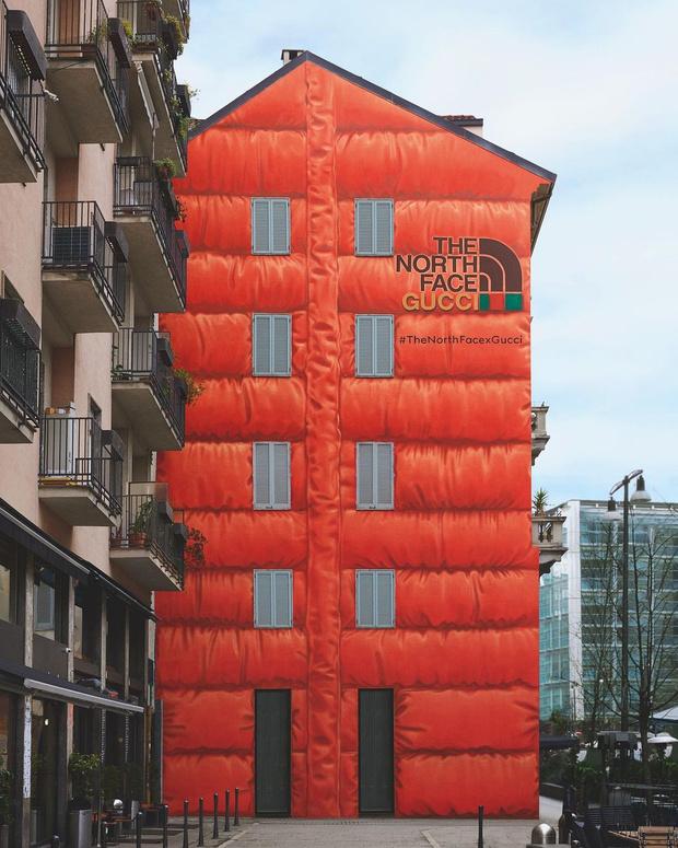 Фото №1 - The North Face x Gucci: «дом в пуховике» в Милане