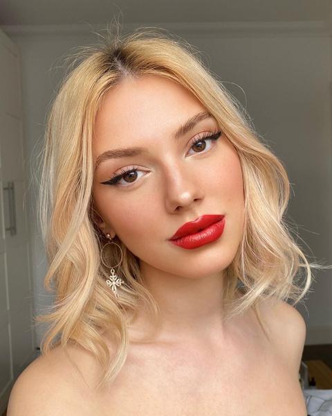 Фото №1 - 10 идей омолаживающего макияжа: инструкция визажиста