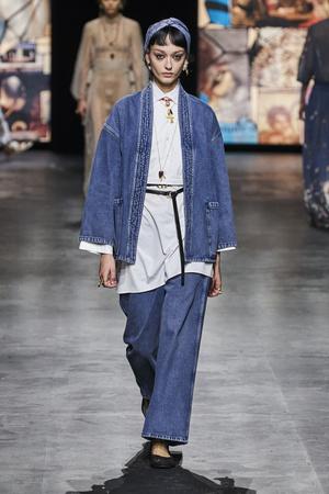 Фото №8 - Какие джинсы будут в моде весной и летом 2021