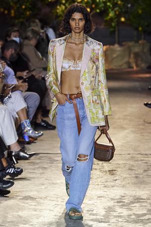 Фото №4 - Какие джинсы будут в моде весной и летом 2021