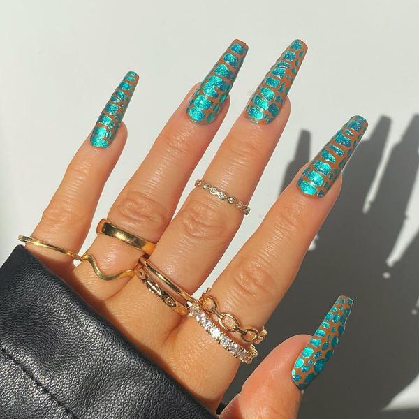 Фото №11 - Velvet nails: идеальный сияющий маникюр на лето