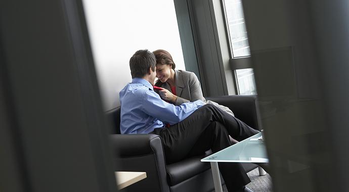 Роман на работе — рискованное приключение?
