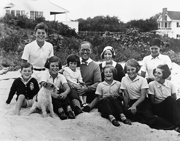 Фото №2 - Сестра Джона Кеннеди, которой стеснялась семья президента