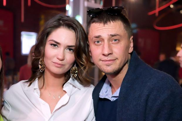 Агата Муцениеце, Павел Прилучный