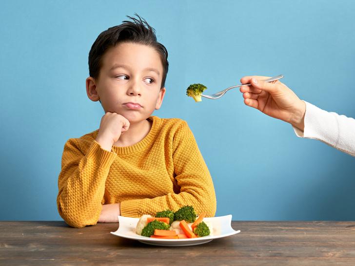 Фото №1 - «Ложку за маму»: что такое пищевое насилие (и как оно вредит детям)