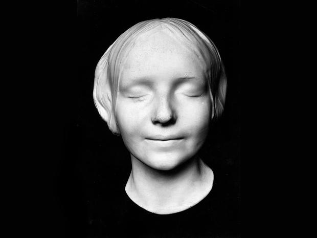 Фото №3 - Парижская Офелия: как таинственная утопленница из Сены спасла тысячи жизней