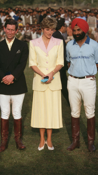 Фото №13 - Подражая Диане: наряды Кристен Стюарт в роли принцессы Уэльской