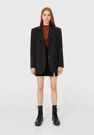 Фото №1 - Топ-5: самые модные пиджаки 2021