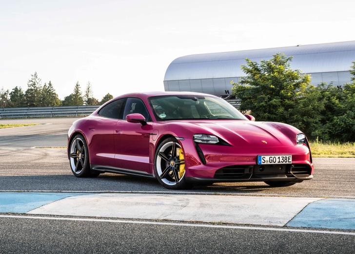 Фото №2 - Обновленный Porsche Taycan ударился в ретро