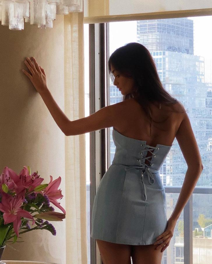 Фото №4 - Американская мечта: Жизель Оливейра в очень коротком платье из денима со шнурковкой