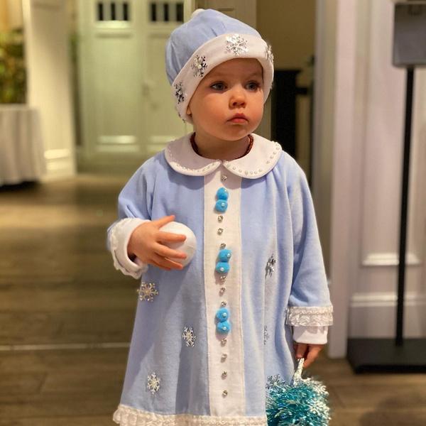 Фото №1 - Лера Кудрявцева пришла на первый утренник дочки в леопардовом платье