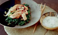 Куриное филе со шпинатом и брусникой